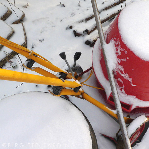 gardentools in snow